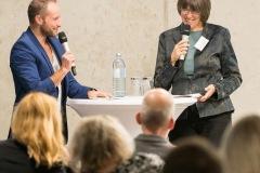 Moderation-Daimler-Mercedes-Benz-mit-Staatssekretaerin-fuer-Verbraucherschutz-und-Antidiskriminierung-Margit-Gottstein